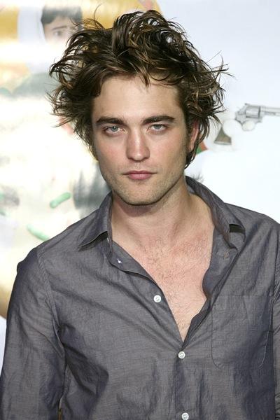 Robert Pattinson, asustado por Uma thurman en la cama 1
