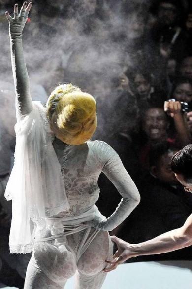 Lady Gaga, un modelo algo erótico 3