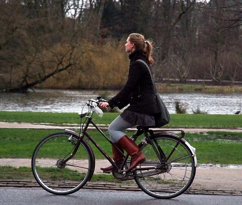 Chicas, cuidado con las bicis 1